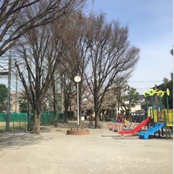 学田公園野球場:徒歩7分(550m)