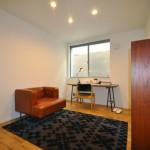 洋室2 家具のレイアウトに配慮し窓にも位置にも拘ります