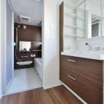 つけ置き洗いもできる広く平らな底面の洗面器はお洗濯の際も大活躍です。