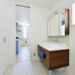 洗面所にはリネン庫を完備。タオルや着替え、シャンプーなどの消耗品をしまったりと重宝されるスペース。