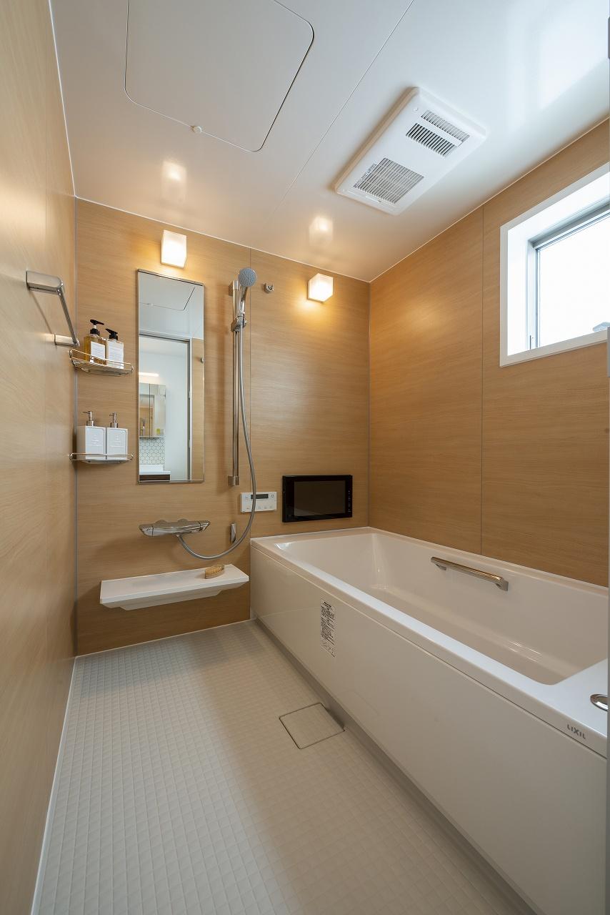 ゆったり設計のバスルーム。(風呂)